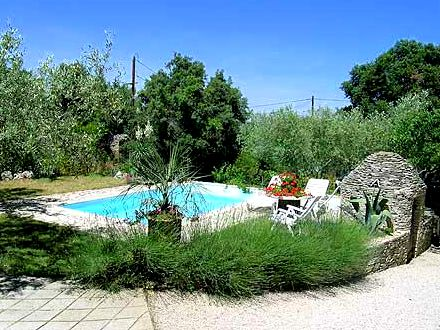Villa piscine priv e 5 km du centre historique de for Piscine nemausa nimes tarifs