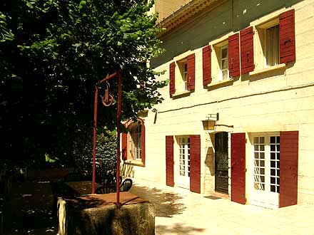 Villa piscine priv e 100 m du jet club avec tennis for Restaurant avec piscine aix en provence
