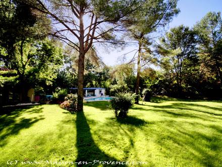 Villa piscine priv e 5 minutes du centre ville d 39 aix for Le jardin des 5 sens aix en provence