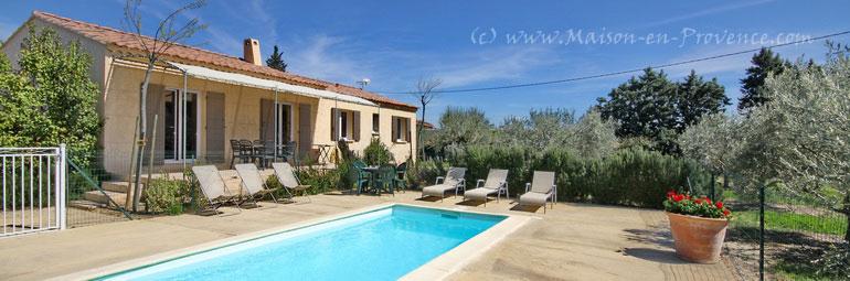 Mas piscine priv e proche de st r my de provence et d for Location vacances bouches du rhone piscine