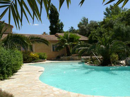 Villa piscine priv e avec jardin ombrag et paillote for Villa avec jardin et piscine