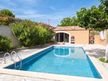 Villa piscine priv e 12 km de l 39 isle sur la sorgue for Piscine 3 villes