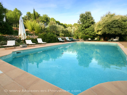 Louer villa draguignan var r servation disponibilit s for Piscine draguignan