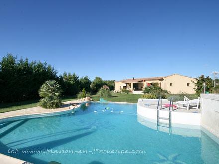 Villa piscine priv e en pleine campagne 30 minutes d for Astral piscine st cannat