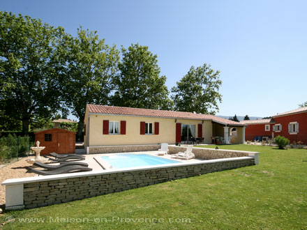 villa piscine priv e proximit de l 39 isle sur la sorgue. Black Bedroom Furniture Sets. Home Design Ideas