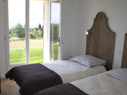 Location villa joucas vaucluse ref m991 for Chambre de commerce guadeloupe